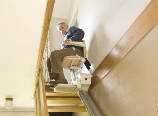 Langer in uw eigen huis een veilige trap ikwoonleefzorg